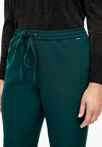 Triangle - REGULAR FIT - Trousers - emerald - 3