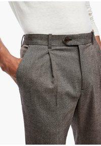 s.Oliver BLACK LABEL - SLIM FIT: TWEEDHOSE - Trousers - brown tweed - 4