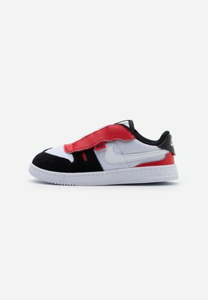 SQUASH TYPE - Sneakers basse - white/black/university red