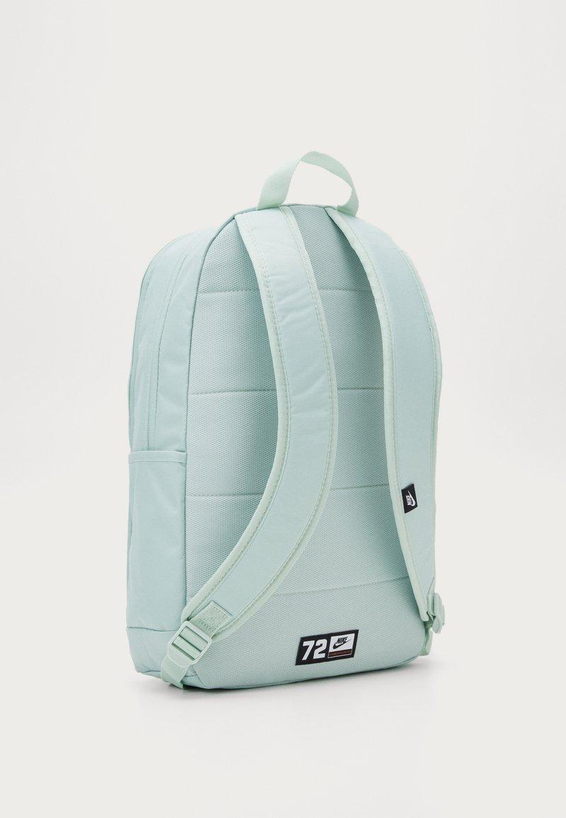 Nike Sportswear - ELEMENTAL  - Sac à dos - pistachio frost/seaweed