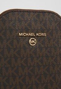 MICHAEL Michael Kors - JET SET XBODY - Across body bag - brown/acorn - 4