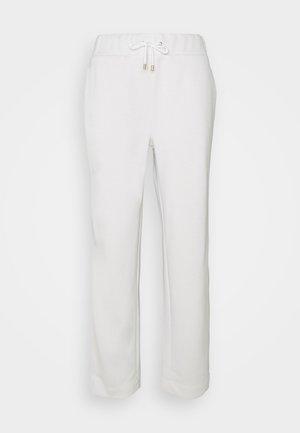 VVERIA - Tracksuit bottoms - white
