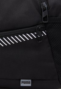 Puma - FUNDAMENTALS SPORTS BAG XS UNISEX - Treningsbag - black - 4