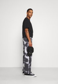 Jaded London - LIGHTNING CLOUD SKATE - Jeans relaxed fit - dark grey - 3