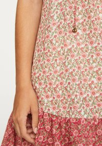 OYSHO - PINK INDIAN FLORAL COTTON NIGHTDRESS - Day dress - coral - 5