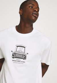 Weekday - T-shirt med print - white - 3