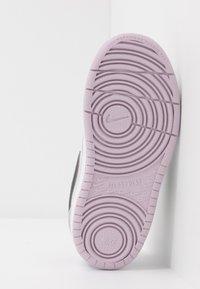 Nike Sportswear - COURT BOROUGH 2 UNISEX - Zapatillas - photon dust/off noir/iced lilac/white - 5