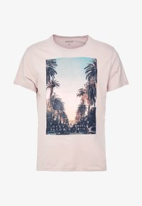 Burton Menswear London - CITY PLACEMENT GRAPHIC ECHO LIGHT  - T-Shirt print - pink - 4