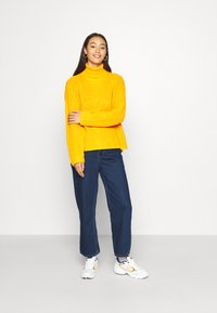 Monki - MOZIK NEW RINSE - Relaxed fit jeans - blue medium dusty - 1