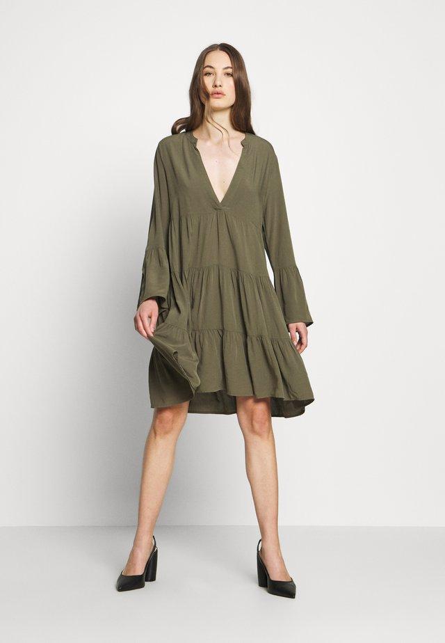 ONLNANCY ATHENA DRESS - Vestido informal - kalamata