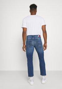Tommy Jeans - DAD JEAN REGULAR TAPERED - Jeans straight leg - denim - 2
