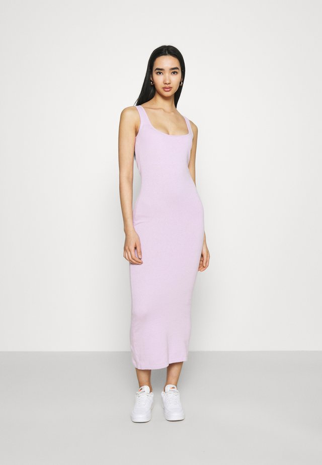 DRESS WITH WIDE STRAPS AND LOW NECKLINE - Jerseyjurk - lilac