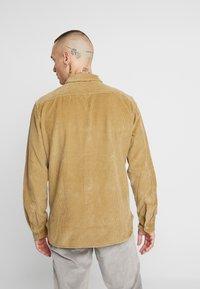 Levi's® - JACKSON WORKER - Skjorta - harvest gold - 2