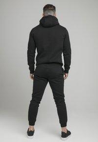 SIKSILK - MUSCLE FIT OVERHEAD HOODY - Collegepaita - black - 2