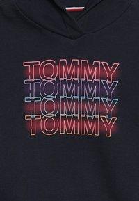 Tommy Hilfiger - WIDE SLEEVE GRAPHIC HOODIE - Hoodie - blue - 4