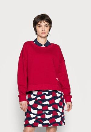 RELAXED SCRIPT OPEN - Sweatshirt - red
