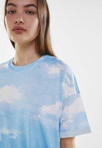 Bershka - Print T-shirt - light blue - 3