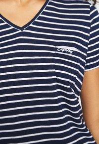 Superdry - ESSENTIAL VEE TEE - T-shirts - navy stripe - 4