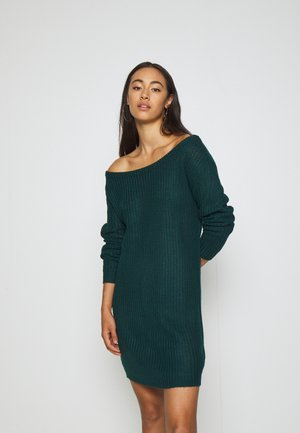 AYVAN OFF SHOULDER JUMPER DRESS - Gebreide jurk - forest green