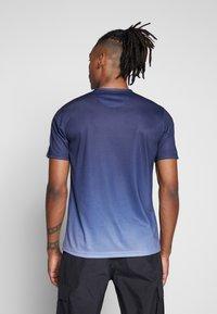 CLOSURE London - CONTRAST FADE - Print T-shirt - navy - 2