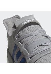 adidas Originals - PATH RUN SHOES - Trainers - grey - 5