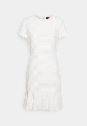 KILANAS CLOQUE - Vestido ligero - natural
