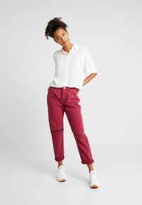 One Teaspoon - AWESOME BAGGIES HIGH WAIST - Straight leg jeans - bordeaux - 1