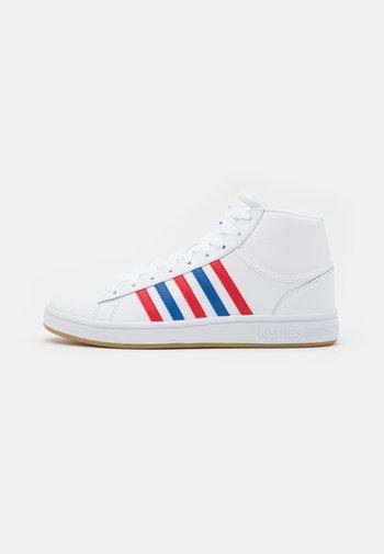 COURT WINSTON MID - Korkeavartiset tennarit - white/classic blue/red