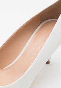 WEEKEND MaxMara - ORIETTA - Classic heels - weiß - 4