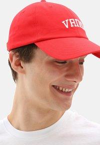 Vans - JOCKEY - Cap - high risk red new varsity - 0