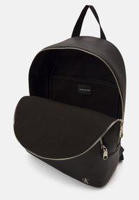 Calvin Klein Jeans - ROUND - Zaino - black - 2