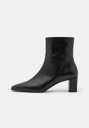 TESSA - Støvletter - black