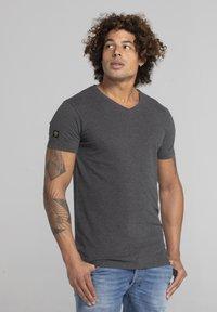 Liger - LIMITED TO 360 PIECES - Basic T-shirt - dark heather grey melange - 3