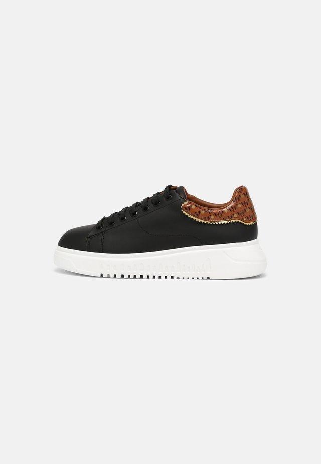 Sneakersy niskie - black/tabac/gold