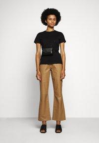 KARL LAGERFELD - PROFILE RHINESTONE TEE - T-shirt z nadrukiem - black - 1