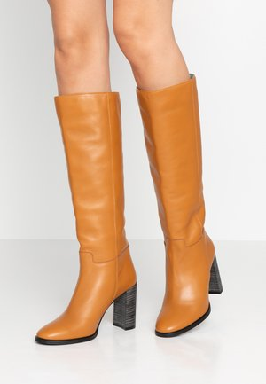 High heeled boots - figaro noce