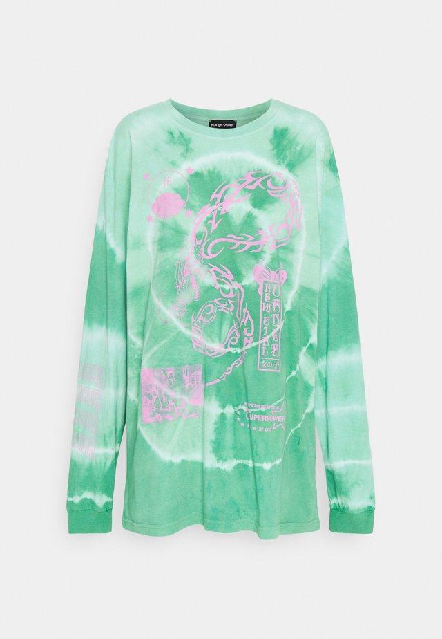 TRIBAL DRAGON TIE DYE TEE - T-shirt à manches longues - green