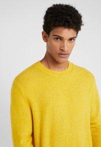 Bruuns Bazaar - CHRIS CREW NECK - Maglione - yellow - 4