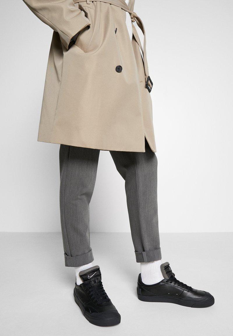 Nike Sportswear - DROP TYPE PRM - Sneakersy niskie - black/white