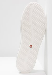 Clarks Unstructured - MAUI STEP - Slip-ons - white - 6
