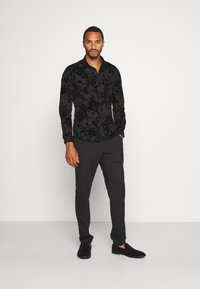 Twisted Tailor - MARSHALL SHIRT - Camicia - black - 1