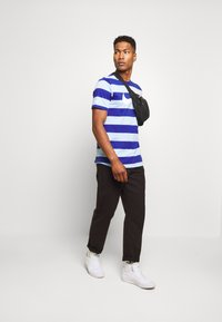 Nike Sportswear - STRIPE TEE - Print T-shirt - psychic blue/deep royal blue - 1