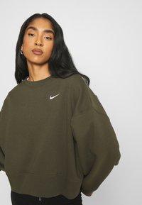 Nike Sportswear - CREW TREND - Sweatshirt - khaki/white - 3