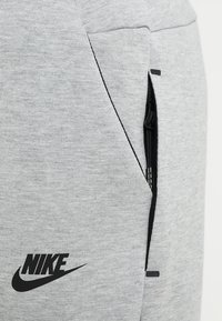 Nike Sportswear - PANT - Pantalon de survêtement - dark grey heather - 5