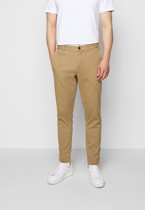 PASCAL PANTS - Chinos - dark sand