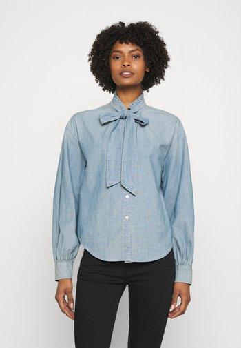 PROSPERITY CHAMBRAY SHIRT - Button-down blouse - lepore wash