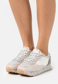 ONLY SHOES - ONLSONIA - Sneakersy niskie - light pink - 0