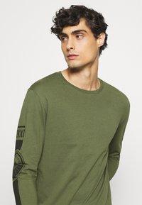 Pier One - Långärmad tröja - olive - 5
