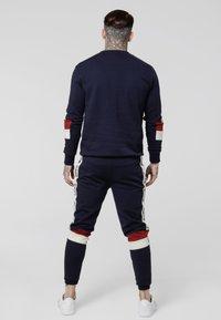 SIKSILK - RETRO PANEL TAPE - Teplákové kalhoty - navy/red/off white - 2