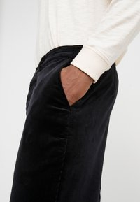 YMC You Must Create - HAND ME DOWN TROUSER - Kalhoty - black - 5